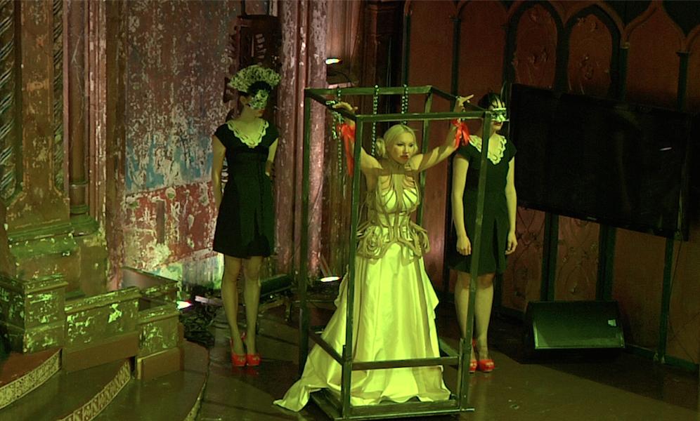 LADY VARUKA + HUNNY in Opera Armida